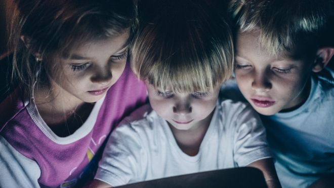 Children Glued To Screens? Don't Worry, Docs Tell Parents