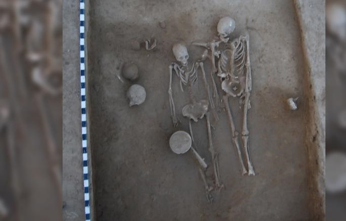 Remains of Couple Buried Together Intrigue Archeologists
